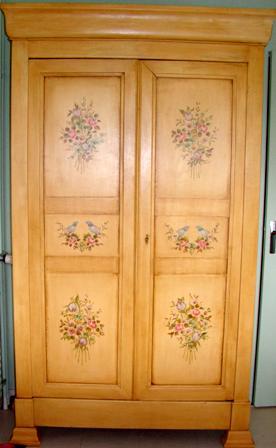 armoire décorée