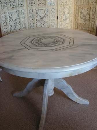 Table faux marbre