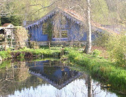 http://www.archive-host2.com/membres/images/1336321151/balades/berchi/2011/maison_bleue.jpg