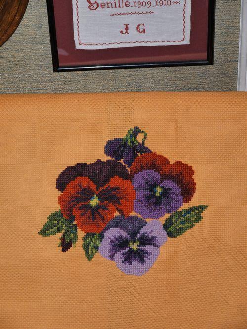 http://www.archive-host2.com/membres/images/1336321151/fleurs/Violas/orange/aida_orange1-0.jpg
