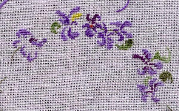 http://www.archive-host2.com/membres/images/1336321151/fleurs/Violas/ronde/brode0_G.jpg