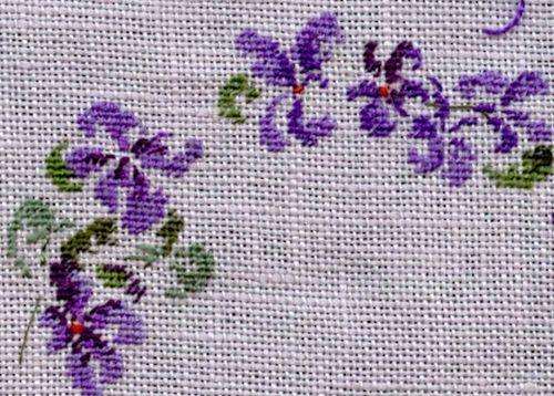 http://www.archive-host2.com/membres/images/1336321151/fleurs/Violas/ronde/brode1-G.jpg