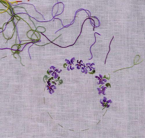 http://www.archive-host2.com/membres/images/1336321151/fleurs/Violas/ronde/brode1.jpg