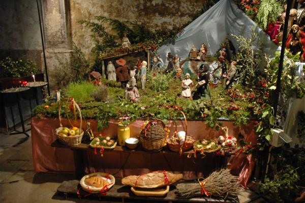http://www.archive-host2.com/membres/images/77561342/salons__expos_santons_2010/Lurs/Lurs_2010_12_29_154528_.JPG