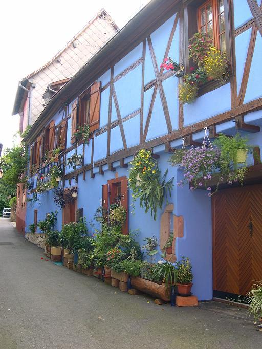 Ribeauvillé - Une maison bleue ...