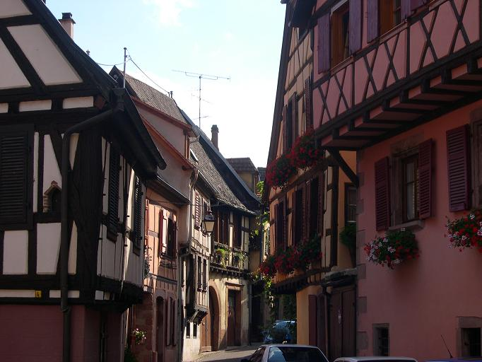 Ribeauvillé - Ruelle avec maisons