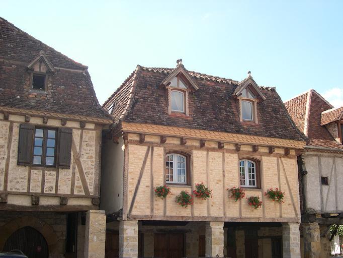 Bretenoux - Place des Consuls