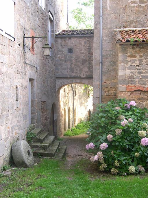 Passage entre maisons à Cardaillac